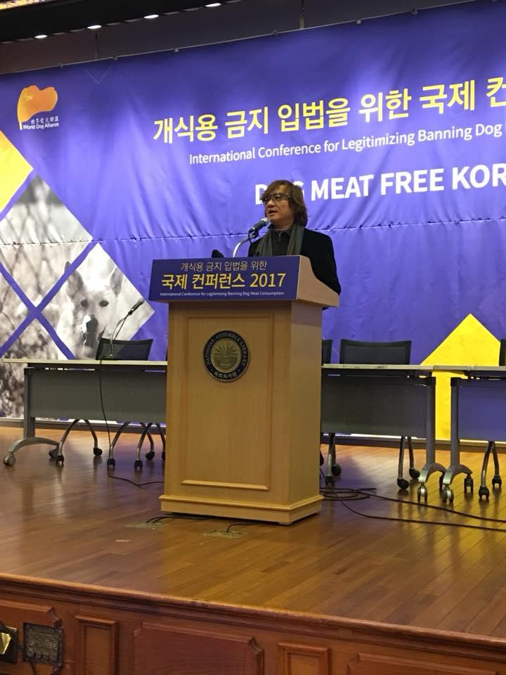韩国国会议事堂研讨会 – 国会议员站台